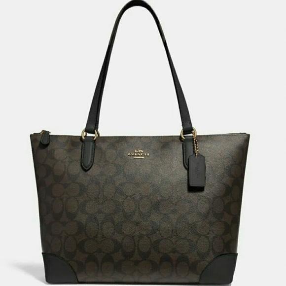 Coach Handbags - [SOLD]●●COACH SHOULDER BAG IN SIGNATURE CANVAS🍒